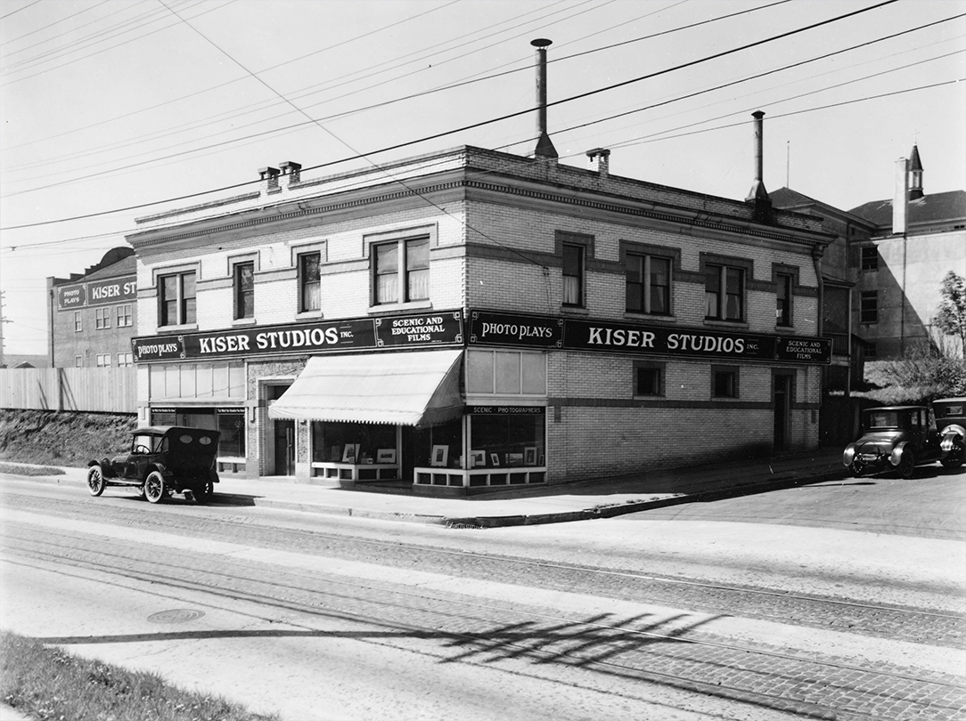 Kiser Studio retail store and movie studio in background. OHS Research Library, Kiser Photo Co. photographs, Org. Lot 140, Gi c 420, box 7, folder 8, bb000321