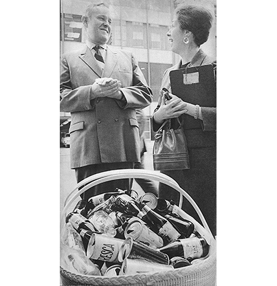Gov. Tom McCall and Mrs. Joe Rand at a YWCA pro-recycling event in Portland, 1970, cn012697