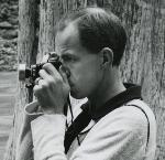 Minor White, photographing with a Kodak Duo-620 medium format camera, ca. 1938. Photo by Larry W. Smith, Courtesy Thomas Robinson, Historic Photo Archive, Inc.