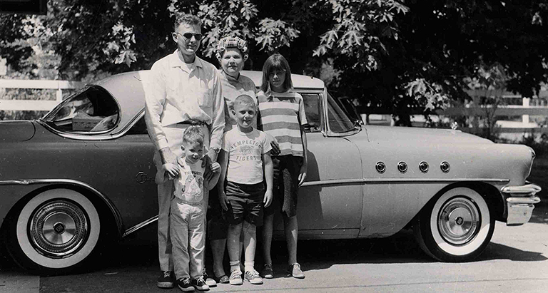 Norman and Patricia Young Moffat and Richard, Robert and Sandra and Pat's fine Buick. OrHi69235