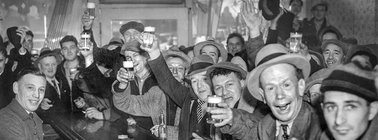 End of Longshore Strike, Blue Bell Tavern, Portland, Feb 5, 1937.  Oregon Journal Photo, OPS #1745 OrHi 27630 bb007851