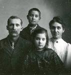Mary Liphart and family, 1906, OHS 0043G016