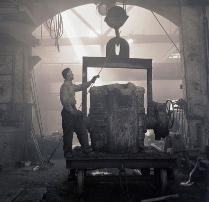 Frank Budrow guiding a crane in the Columbia Steel Casting Company foundry, August, 1944. OHS Research Library, Photo Art Commercial Studio collection; Org. Lot 791; PA64209-67