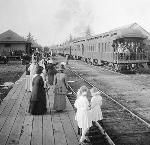 Meeting the train at Seaside, Oregon, 1912. OHS Research Library, Kiser Photo Co. photographs, 1901-1927.; Org. Lot 140; OrHi 23059; b6.f47